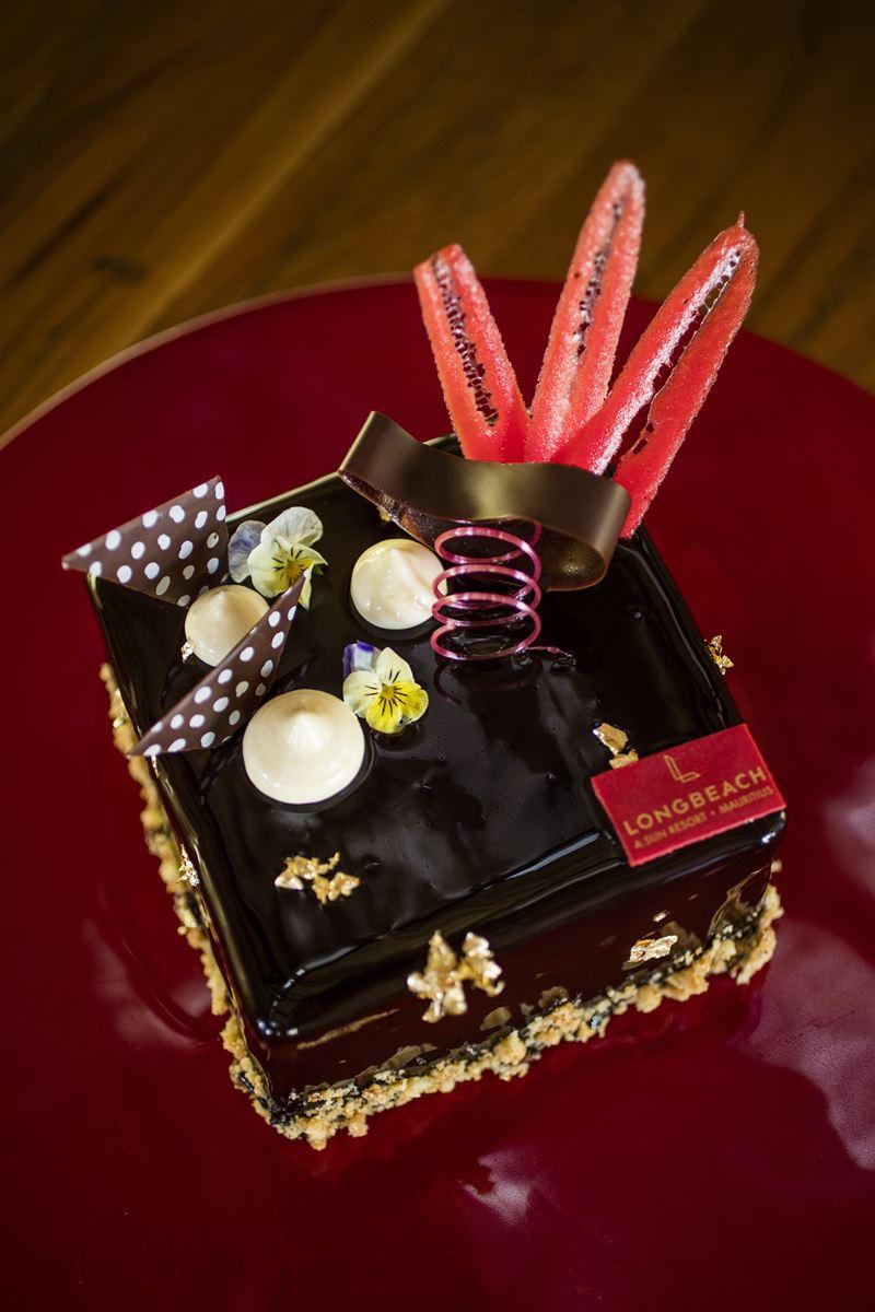 Хрустящий шоколадно-рисовый десерт от шеф-кондитера Sun Resorts Жерара Лароса