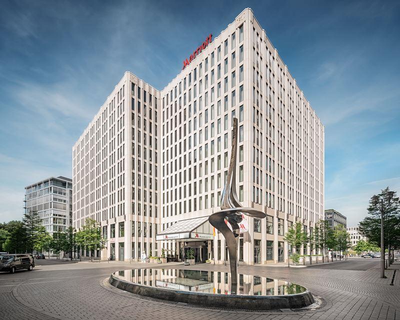 Гордость немецкой архитектуры: стиль Баухаус с отелем Berlin Marriott