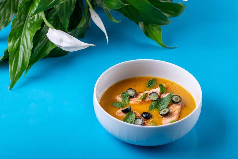 Рецепты холодных супов от шеф-поваров ресторанов - Манговый суп с форелью