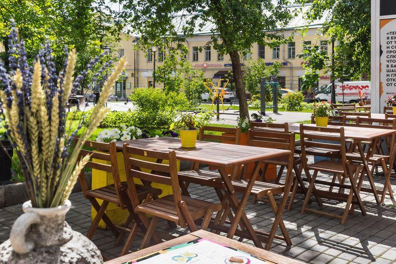 На Покровке открылась летняя веранда Saperavi Cafe