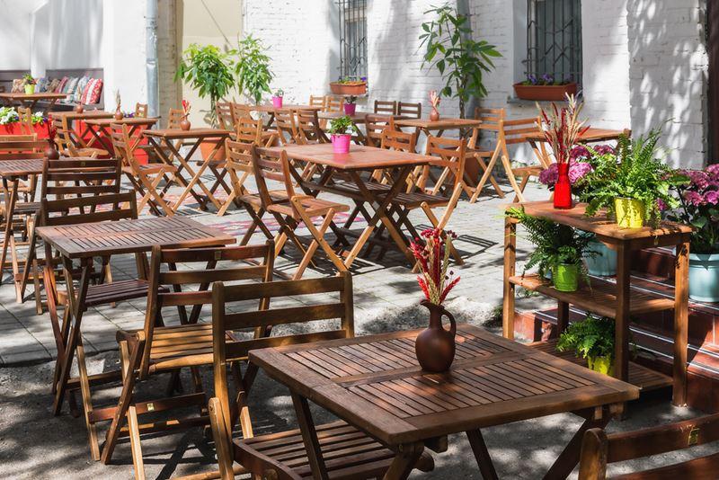 В Москве на Покровке открылась летняя веранда Saperavi Cafe